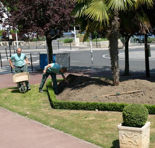 Le service des espaces verts l 39 action ville de for Espaces verts services